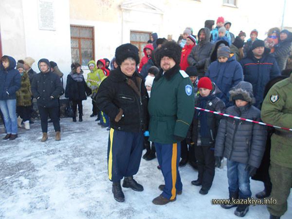 Атаман Мирошниченко и подъесаул Мутов охраняют правоспорядок