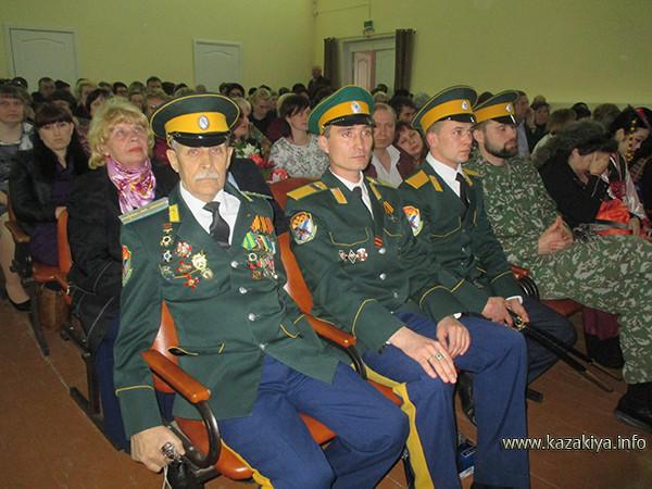 Казаки Уссурийского Казачьего войска в первом ряду почётных гостей