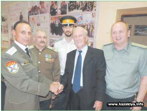 Атаманы с Почётным гражданином Хабаровска профессором Анатолием Павловичем Яскев