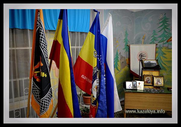 В ряду знамён - Знамя Уссурийского Казачьего войска!