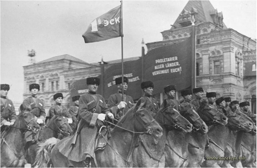 Казаки на параде 1 мая 1937 года на Красной площади в Москве