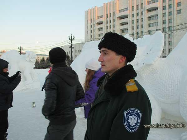 Старший урядник Пробатов Сергей Николаевич на вахте по охране общественного порядка у Хабаровского Белого Дома