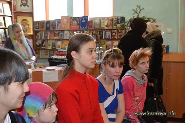 Аудитория внимает Казаку
