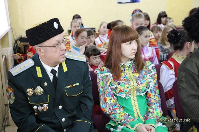 Подъесаул Осипов с дочерью Катериной