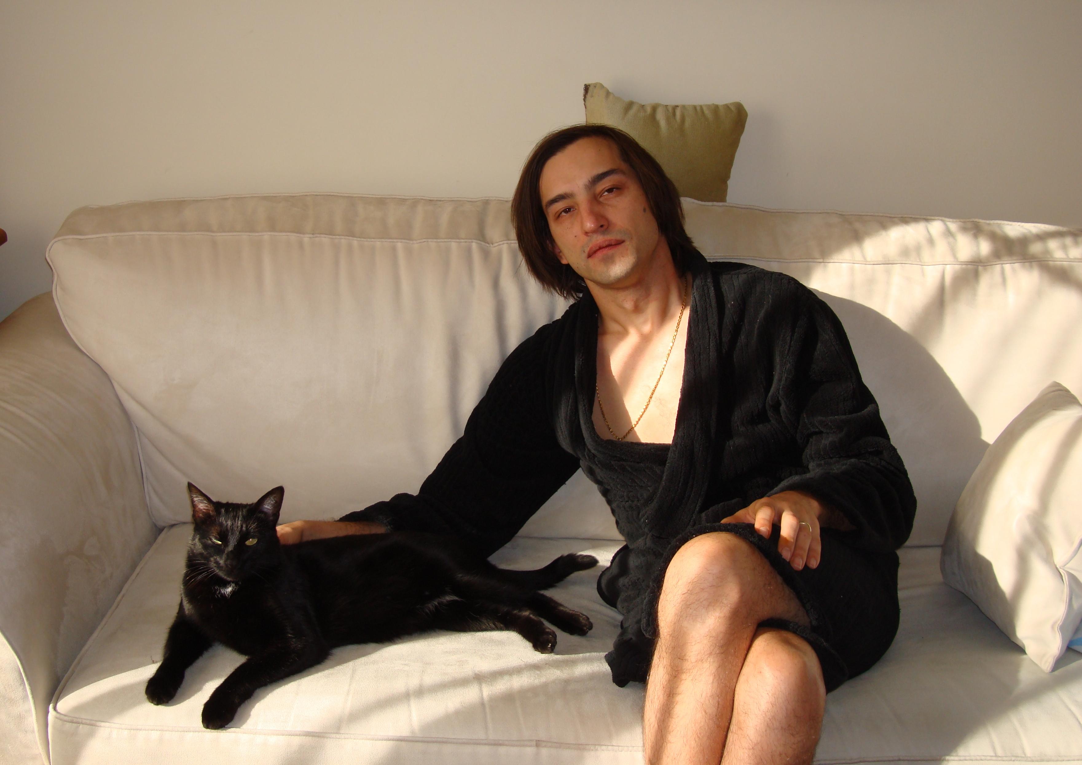 Руслан с любимым котом