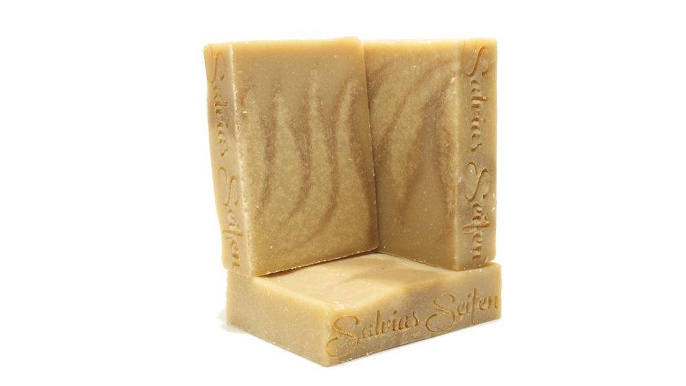 Dies ist die Rasierseife für echte Ladys.Mit Sheabutter pflegt sie sensitive Haut und verwöhnt mit Kokosnussöl und Olive.