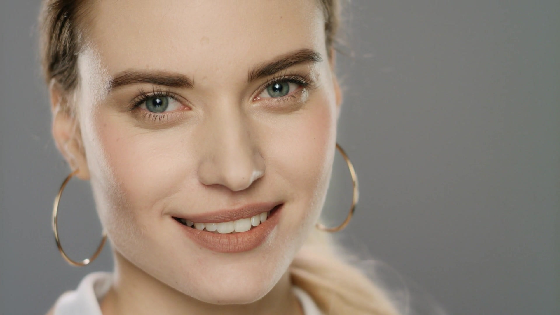 videoblocks-portrait-of-happy-woman-smil