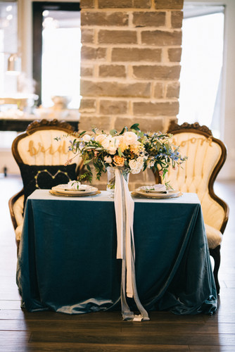 Wedding-Sweetheart-Table-Vintage-Chairs