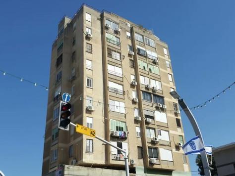 בניין לא חוקי ניצב עשרות שנים מול עיריית הרצליה – ובעירייה לא ידעו