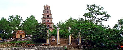 Daniela_Vietnam_Hue_Tien_Mu_Pagoda_01.jp