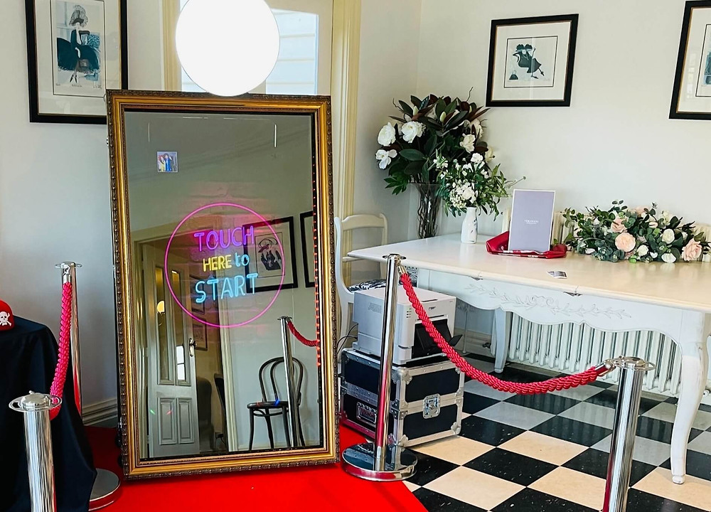 Magic Mirror for weddings, corporate events and birthday parties.