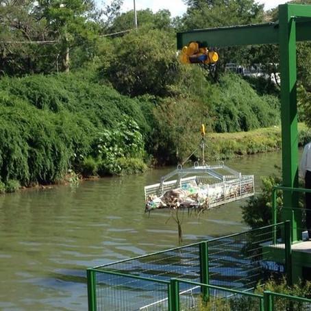 Barreira ecológica pretende evitar ida de lixo ao Guaíba em Porto Alegre