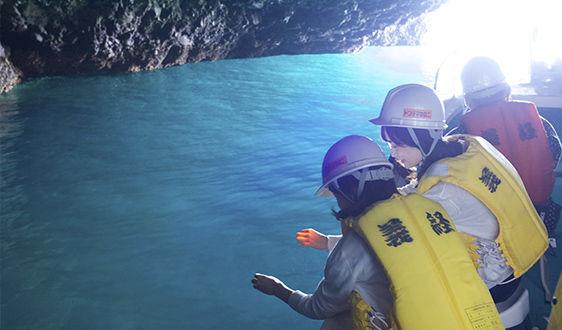 青の洞窟内の写真