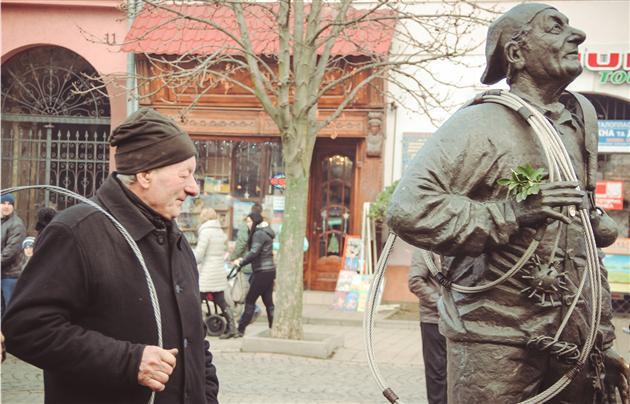 Трубочист, памятник в Закарпатье