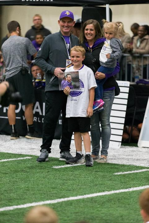 temp2017_0520_CR_Foundation_ProCamp_0178--nfl_mezz_1280_1024
