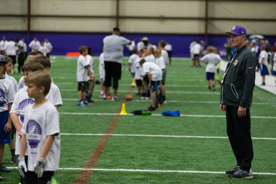 temp2017_0520_CR_Foundation_ProCamp_0069--nfl_mezz_1280_1024