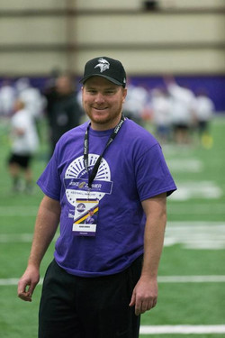 temp2017_0520_CR_Foundation_ProCamp_0075--nfl_mezz_1280_1024