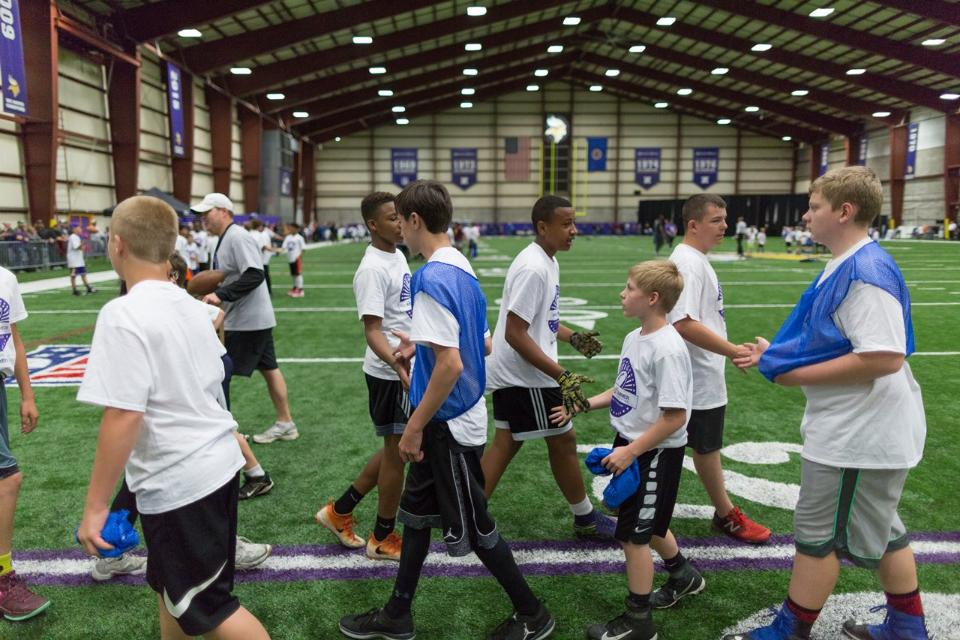 temp2017_0520_CR_Foundation_ProCamp_0159--nfl_mezz_1280_1024