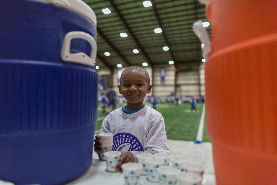 temp2017_0520_CR_Foundation_ProCamp_0161--nfl_mezz_1280_1024