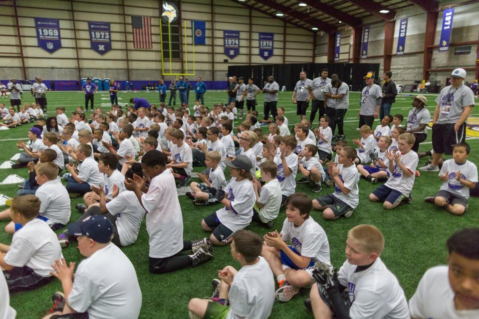 temp2017_0520_CR_Foundation_ProCamp_0133--nfl_mezz_1280_1024