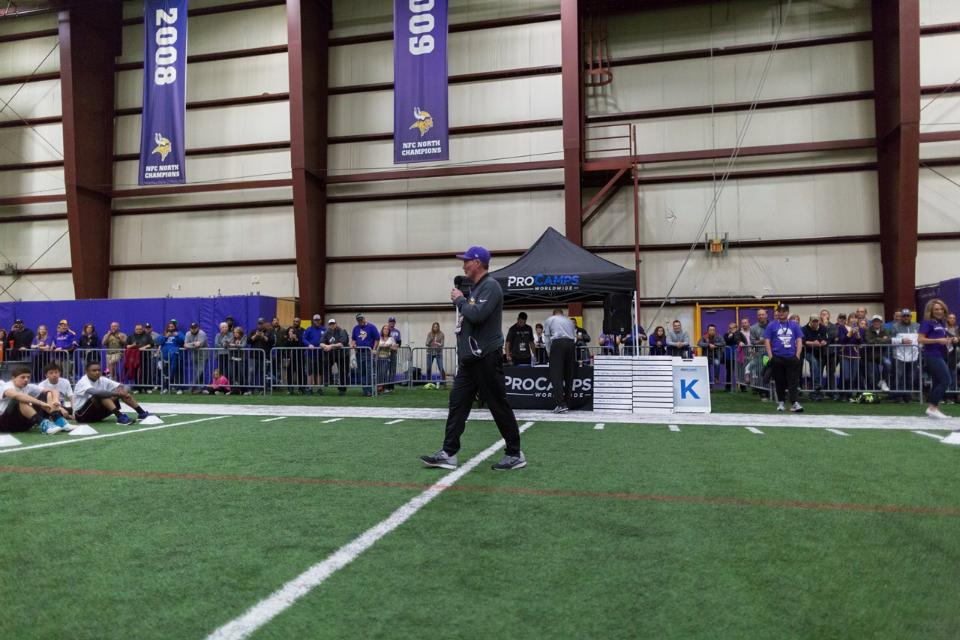 temp2017_0520_CR_Foundation_ProCamp_0016--nfl_mezz_1280_1024