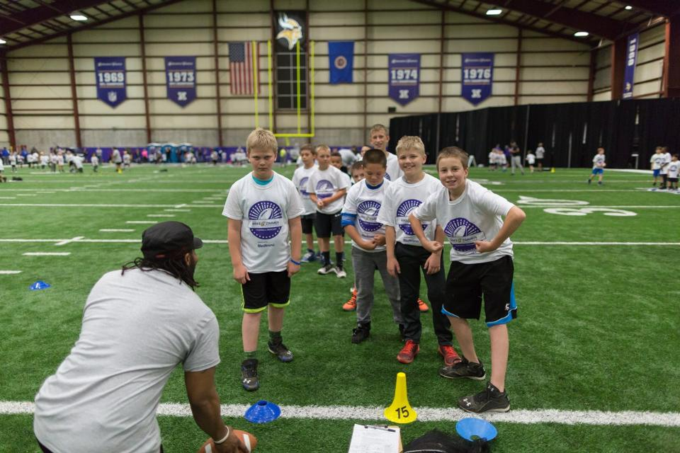 temp2017_0520_CR_Foundation_ProCamp_0052--nfl_mezz_1280_1024