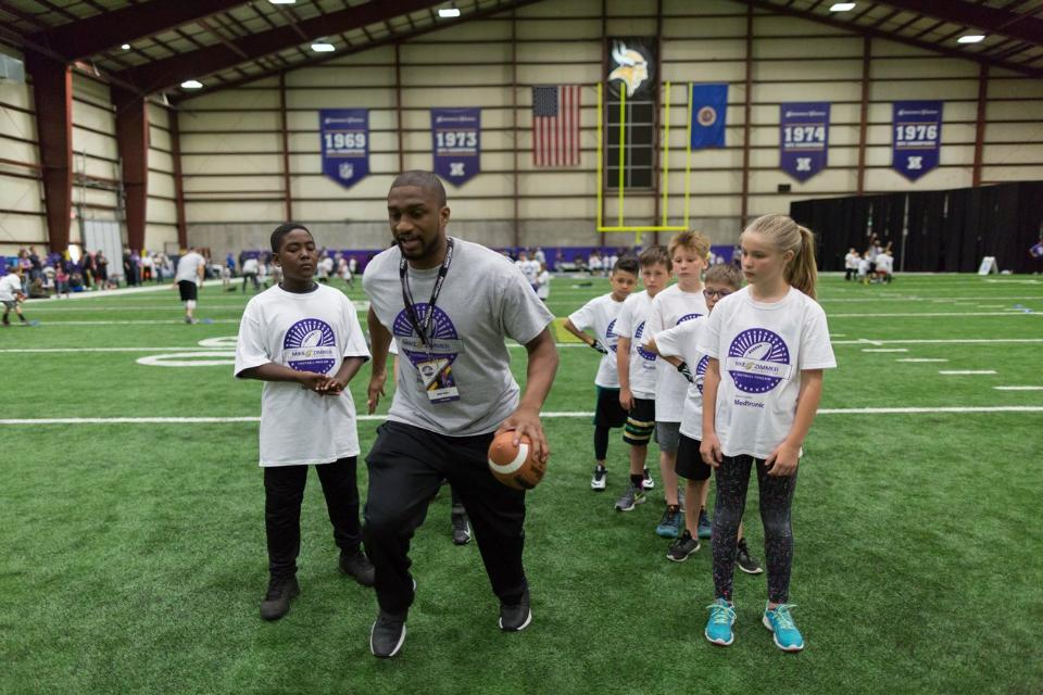 temp2017_0520_CR_Foundation_ProCamp_0051--nfl_mezz_1280_1024