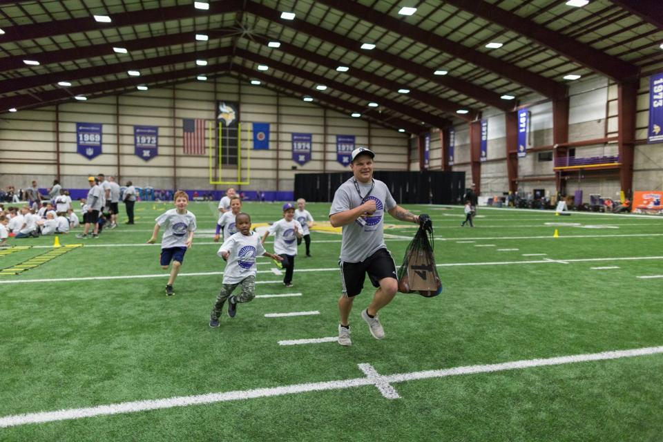 temp2017_0520_CR_Foundation_ProCamp_0029--nfl_mezz_1280_1024