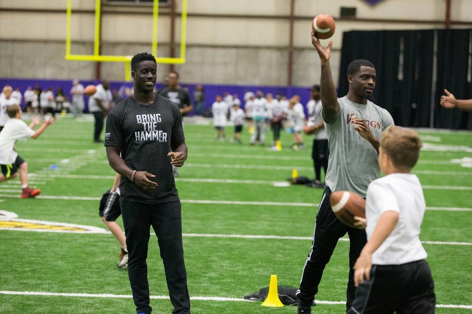 temp2017_0520_CR_Foundation_ProCamp_0089--nfl_mezz_1280_1024