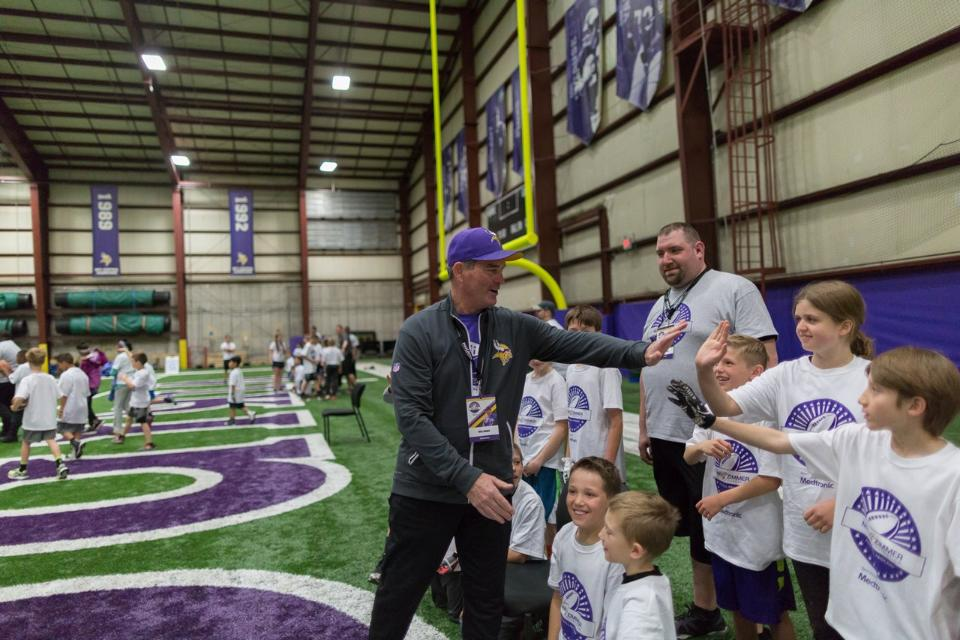 temp2017_0520_CR_Foundation_ProCamp_0036--nfl_mezz_1280_1024