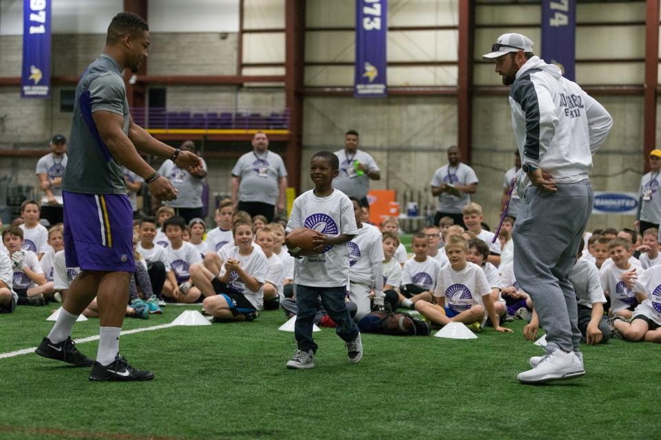 temp2017_0520_CR_Foundation_ProCamp_0027--nfl_mezz_1280_1024