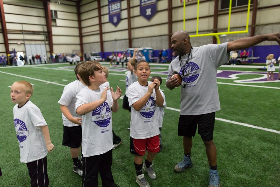 temp2017_0520_CR_Foundation_ProCamp_0060--nfl_mezz_1280_1024