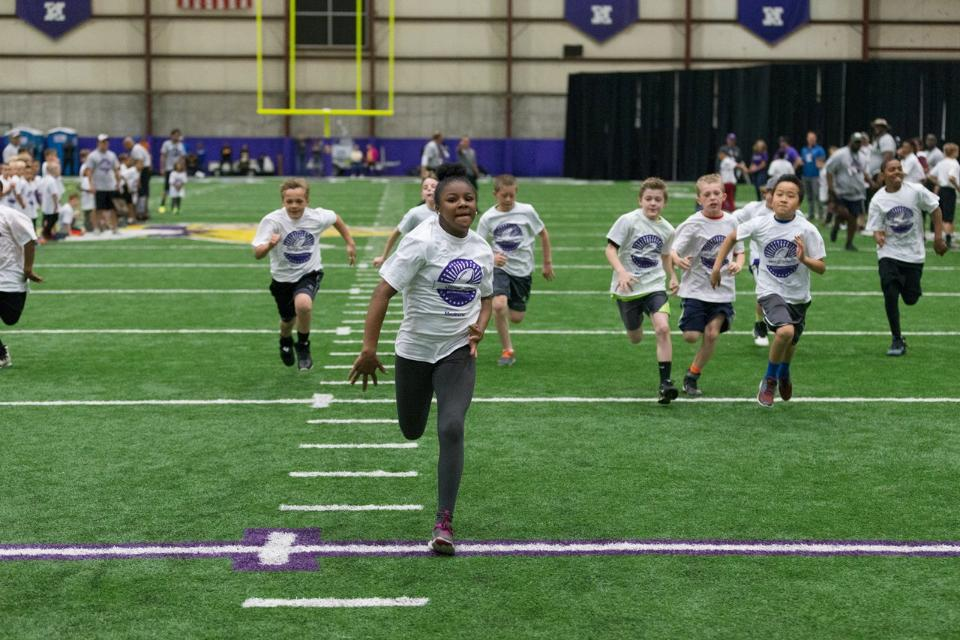 temp2017_0520_CR_Foundation_ProCamp_0123--nfl_mezz_1280_1024