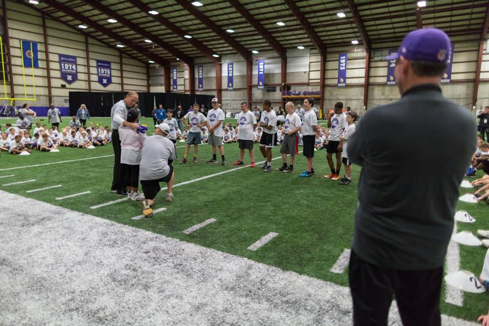 temp2017_0520_CR_Foundation_ProCamp_0081--nfl_mezz_1280_1024