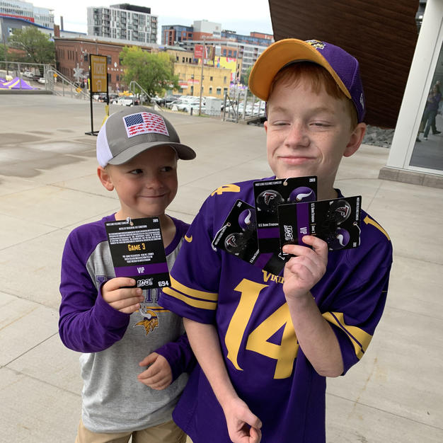 MZF brings Children's Patient As Guest To Season-Opener Game