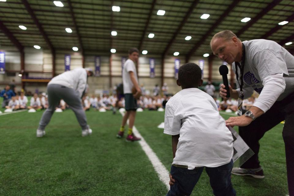 temp2017_0520_CR_Foundation_ProCamp_0023--nfl_mezz_1280_1024