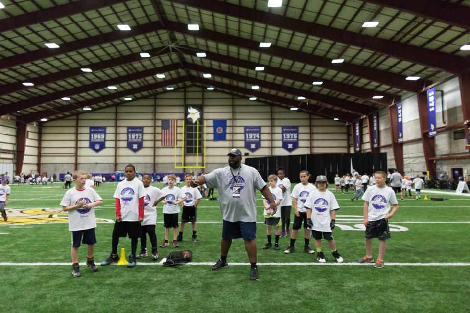 temp2017_0520_CR_Foundation_ProCamp_0045--nfl_mezz_1280_1024