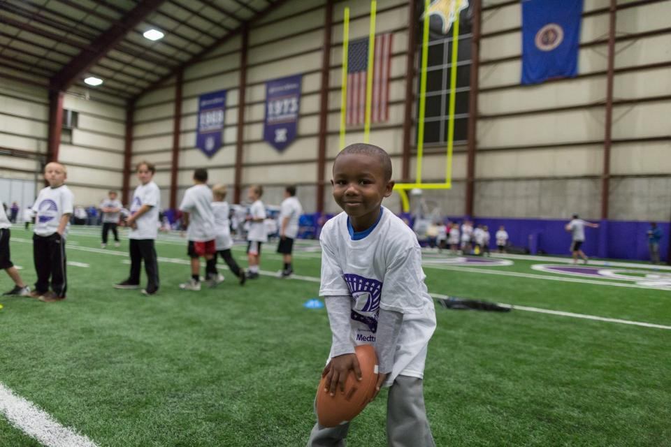 temp2017_0520_CR_Foundation_ProCamp_0058--nfl_mezz_1280_1024