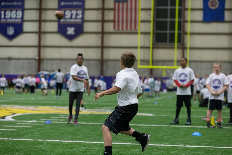 temp2017_0520_CR_Foundation_ProCamp_0044--nfl_mezz_1280_1024