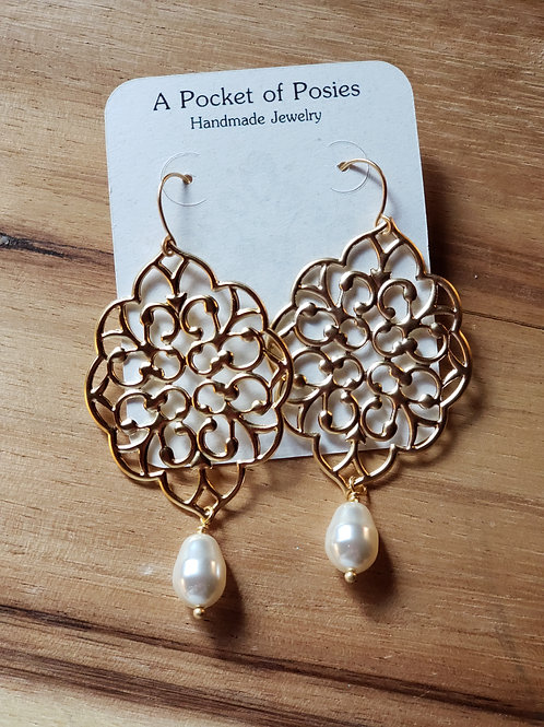Ivory Pearl Filigree Gold EAR-F-107