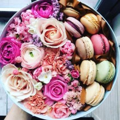 Super Deluxe Pink_Pink blooms_ mix macarons