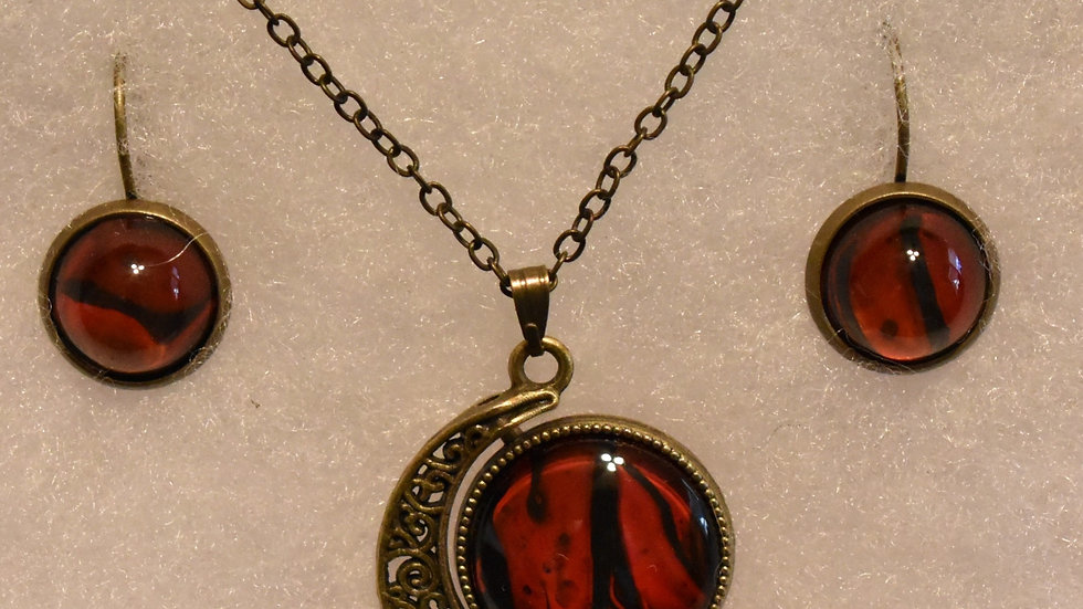 Red and Black Round, Two stone Pendant in Antique Gold