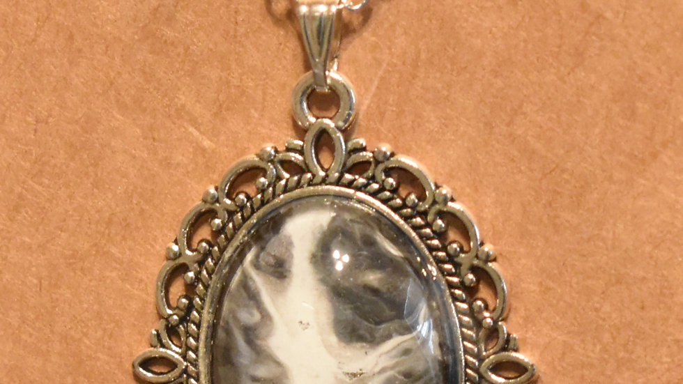 Filigree setting with gray silver and black