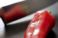 Red_pepper_knife_web.jpg