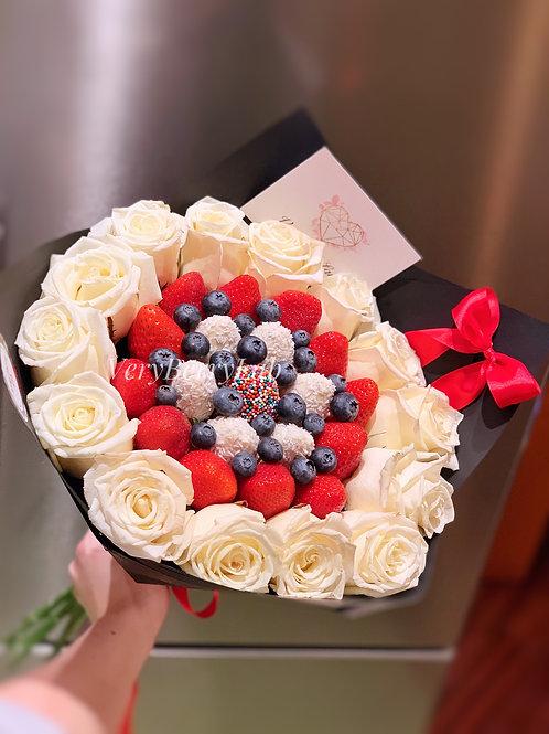 Букет из клубники с розами S