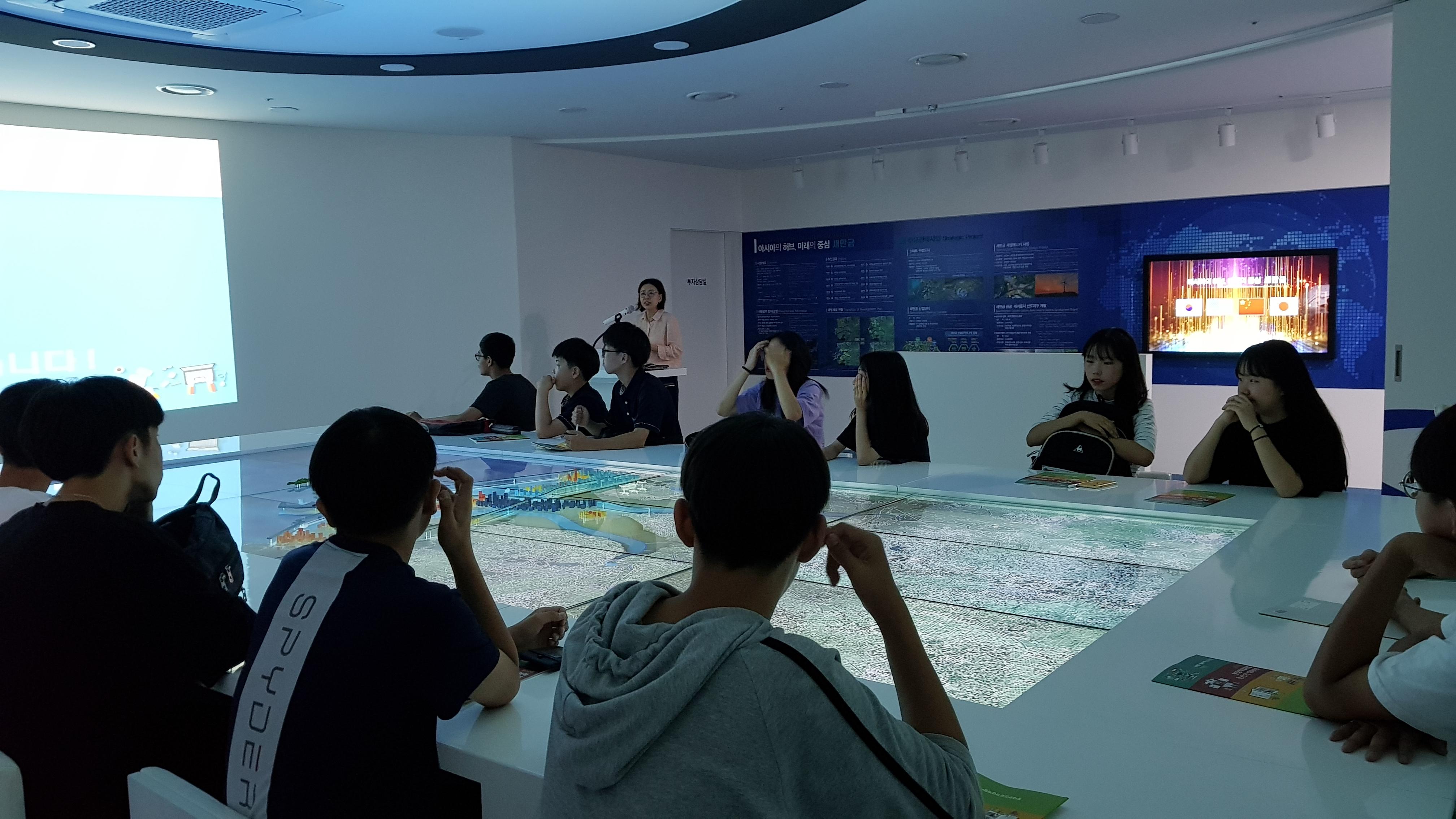 20190704 성일중 청.진.기 새만금 투자 전시관 (1)