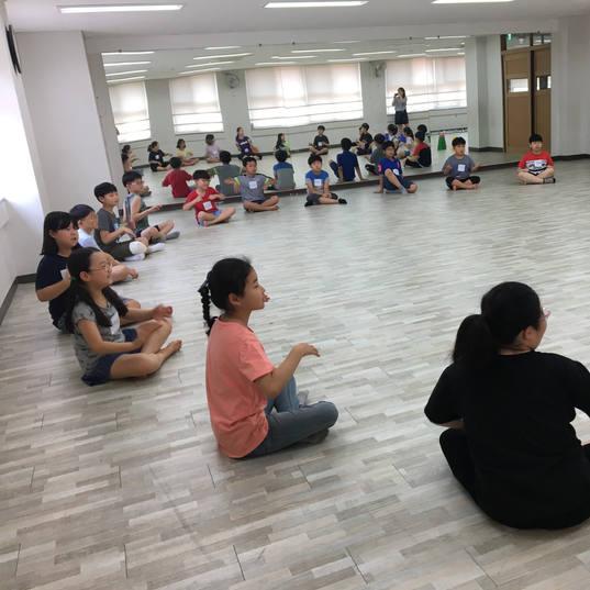 20190704 역량발견 이문초 댄스테라피 (14).JPG