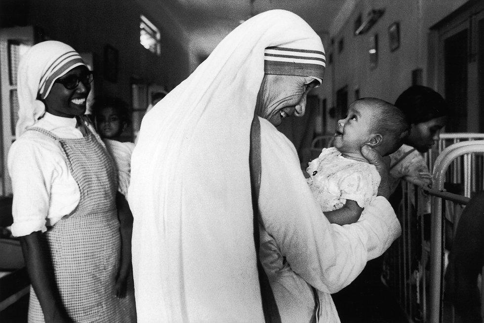 mother-teresa-life-in-pictures-5.jpg