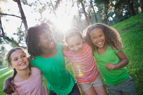 children-playing-outdoors-in-summer-JBVW