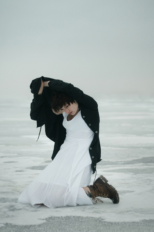 photography-inna-mosina-black-balls-3.jp